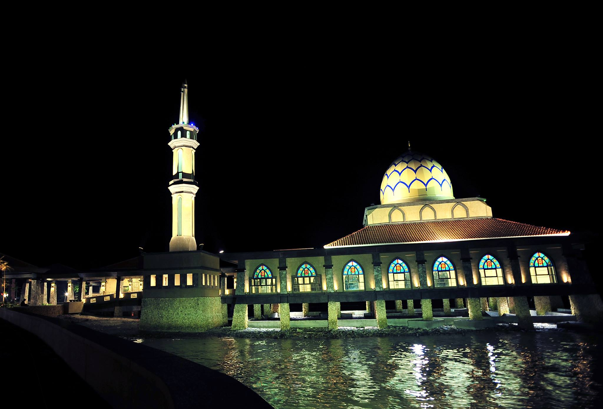 iconic floating mosque